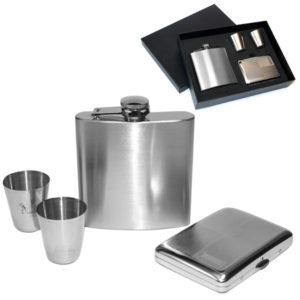 Zestaw srebrny piersiówka z kieliszkami i papierośnicą